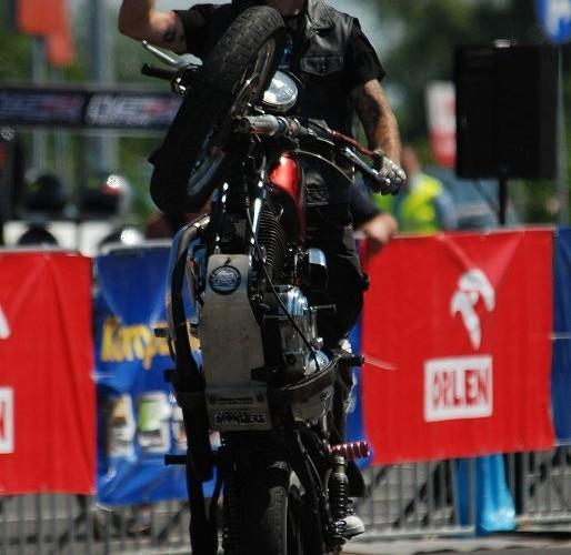 Wheelie na Harley Favidsonie