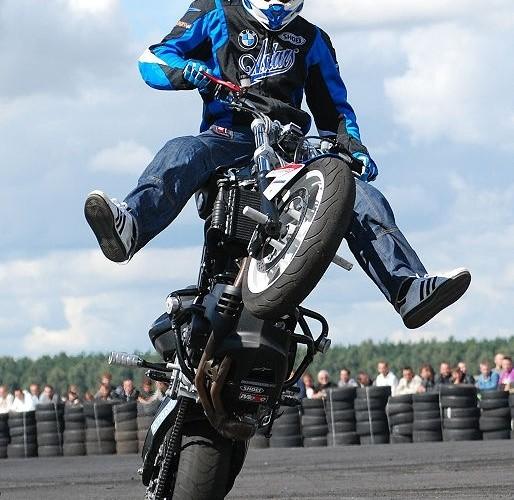 BMWF800R do stuntu