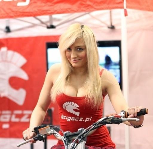 modelka na quadzie Targi Motocyklowe w Warszawie - III Ogolnopolska Wystawa Motocykli i Skuterow 2011