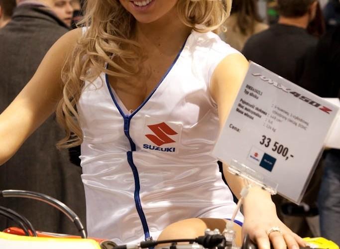 suzuki rmx450z modelka Targi Motocyklowe Warszawa 2011 - III OWMiS