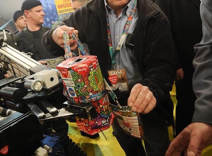 robot zbiera na WOSP 18final Robert Grablewski  ROB0394
