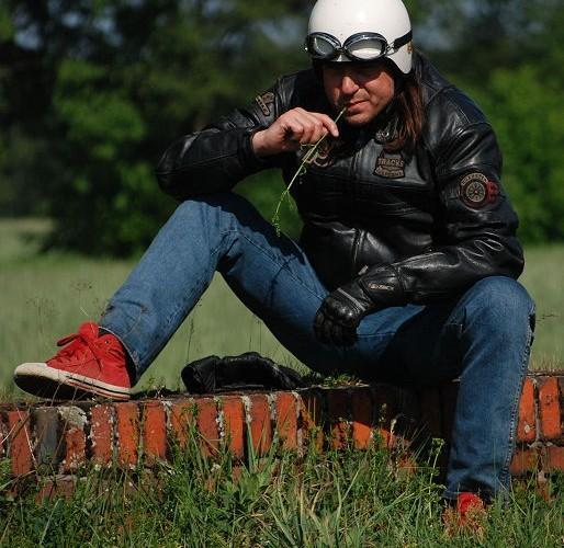 Postoj w drodze motocyklista