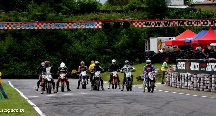 start wyscigu supermoto Motopark koszalin