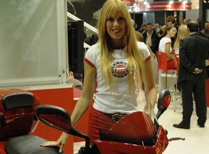 EICMA 2009 Milan babes Morini
