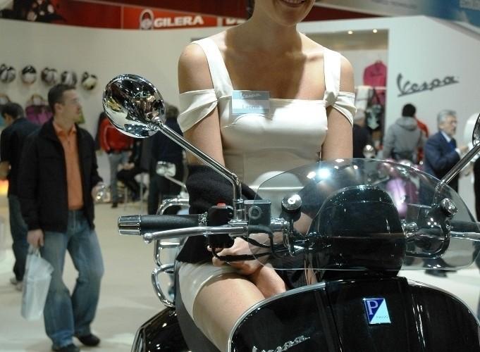 EICMA 2009 Milan babes Vespa