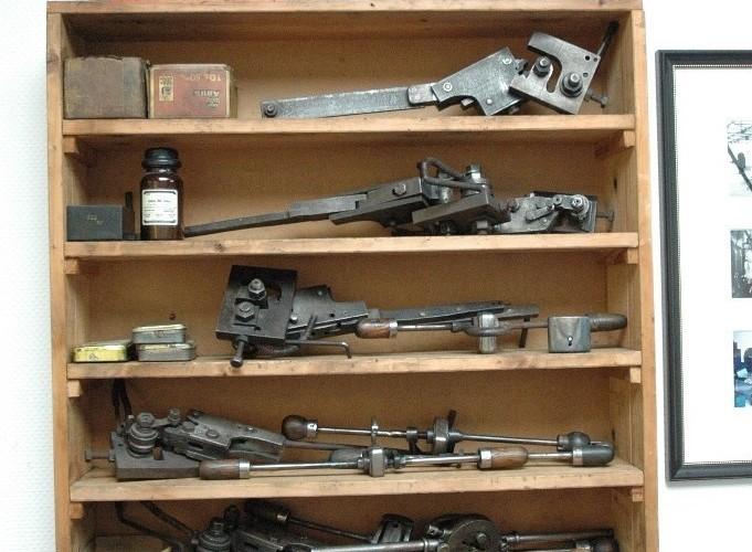 Narzedzia do produkcji zabezpieczen w fabrycznym muzeum