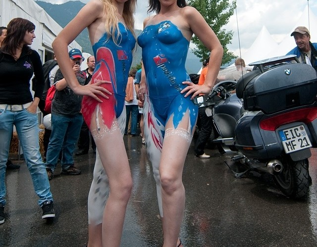 bodypainting hostesy bmw
