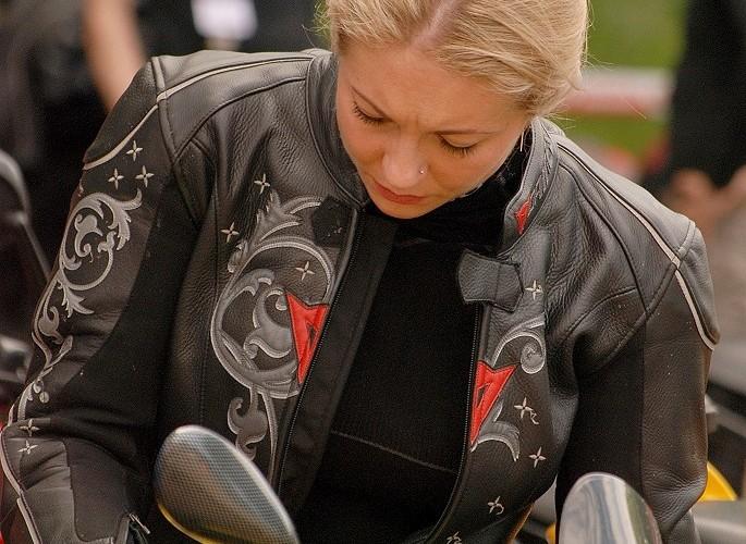 Dziewczyna przy Ducati