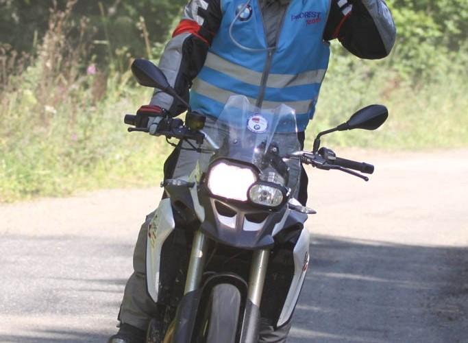 GS Trophy 2014 motocyklista na trasie