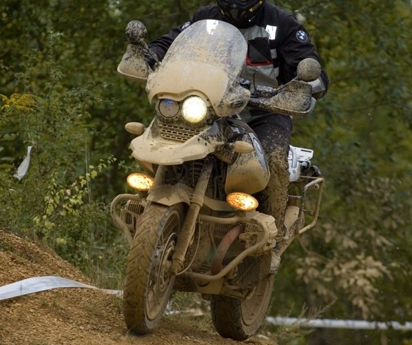 motocykla bmw na trasie bmw challange