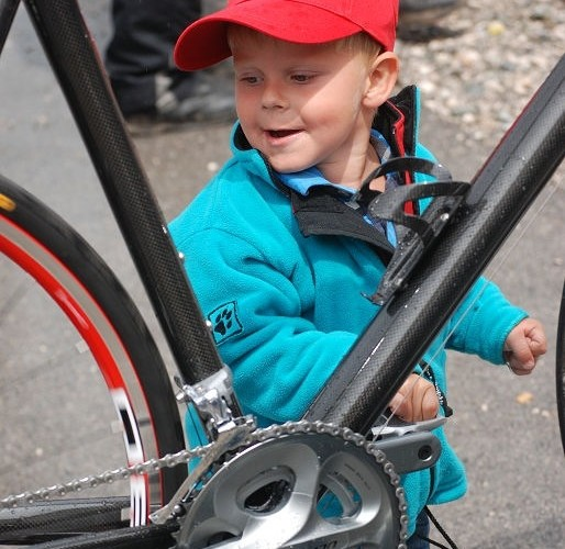 Zabawa z rowerem dziecko