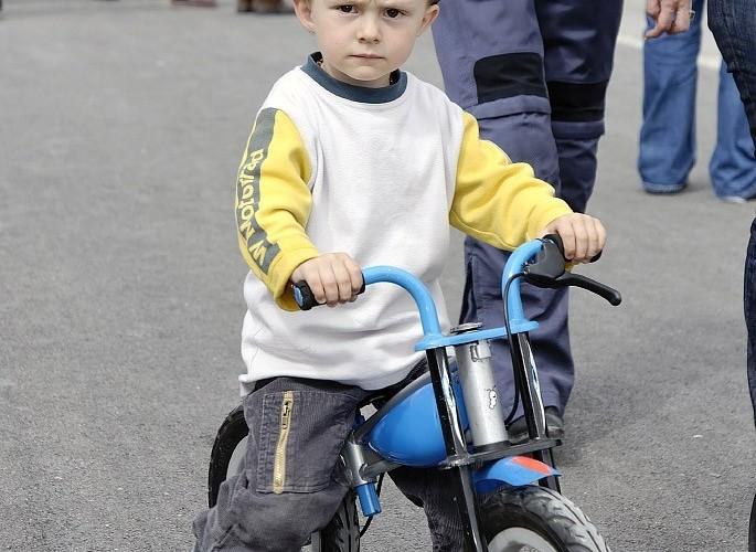 BMW Days mlody motocyklista