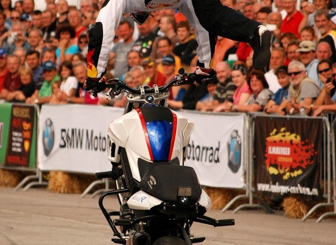 Akrobacje na motocyklu Chris Pfeiffer