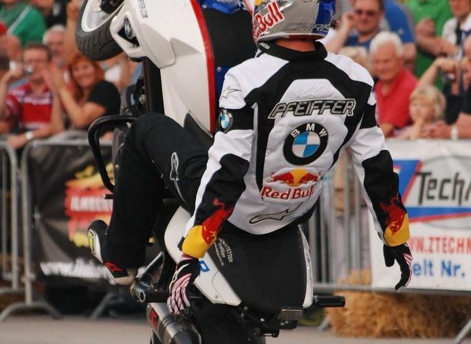 BMWF800R stunt