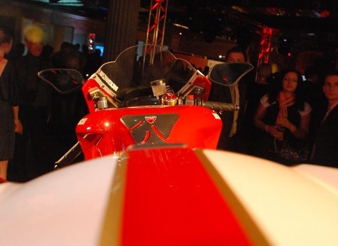 Corse Itali perspektywa z nad motocykla