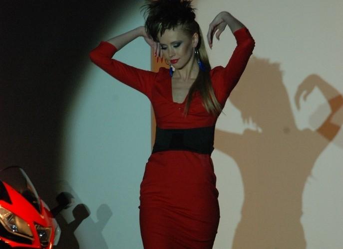 Corse Italia modelka podczas pokazu