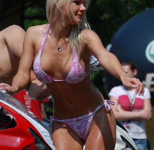 Blondynka w bikini