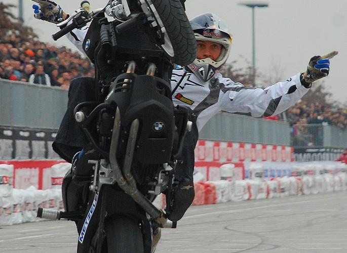 Chris Pfeiffer no hander wheelie