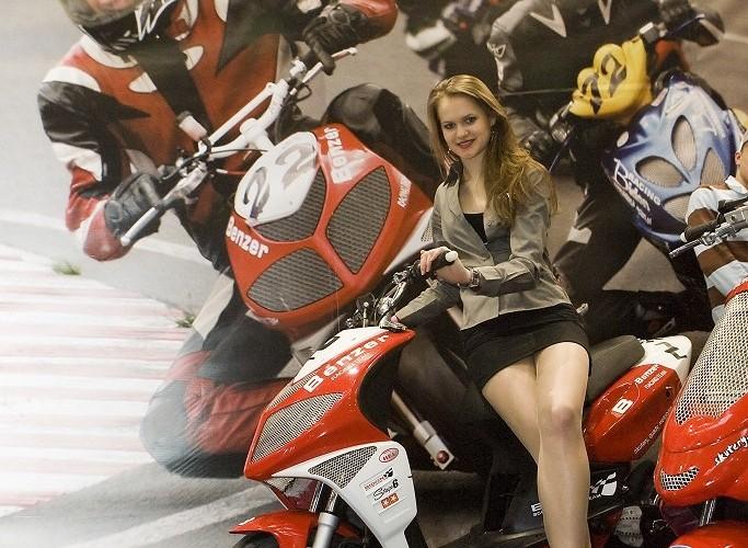 hostessa benzer wystawa motocykli warszawa 2009 e mg 0224