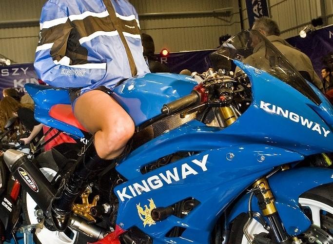 kingway r6 hostessa wystawa motocykli warszawa 2009 e mg 0202