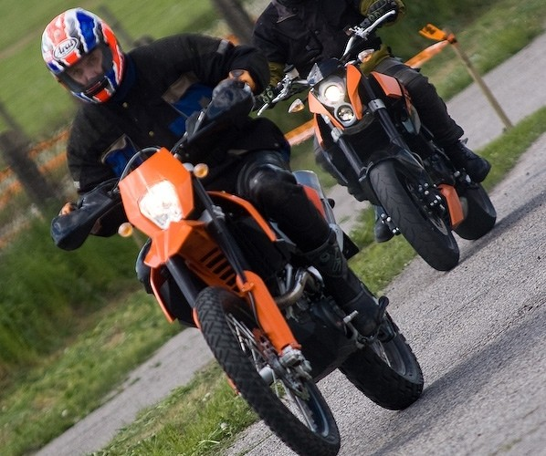 ktm enduro 690 duke