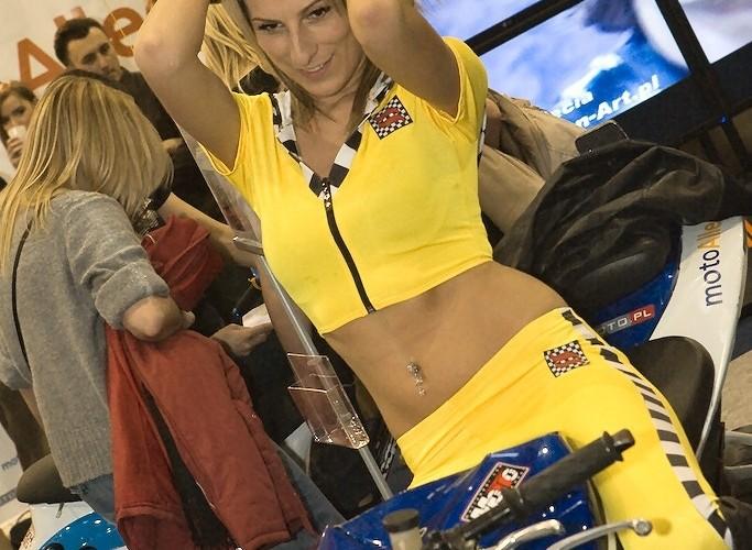 dziewczyna sportklub wystawa motocykli e mg 0083