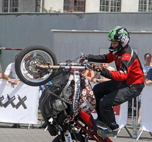Motocyklowa Niedziela na BP Wroclaw stunt mlody
