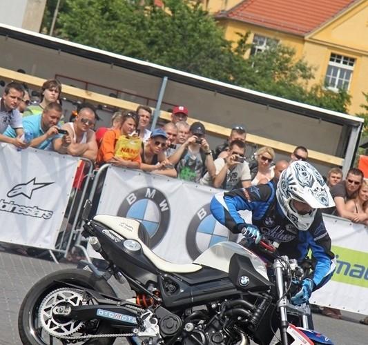 Motocyklowa Niedziela na BP wroclaw obok motocykla