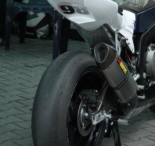 Motocyklowa Niedziela BP lysa opona