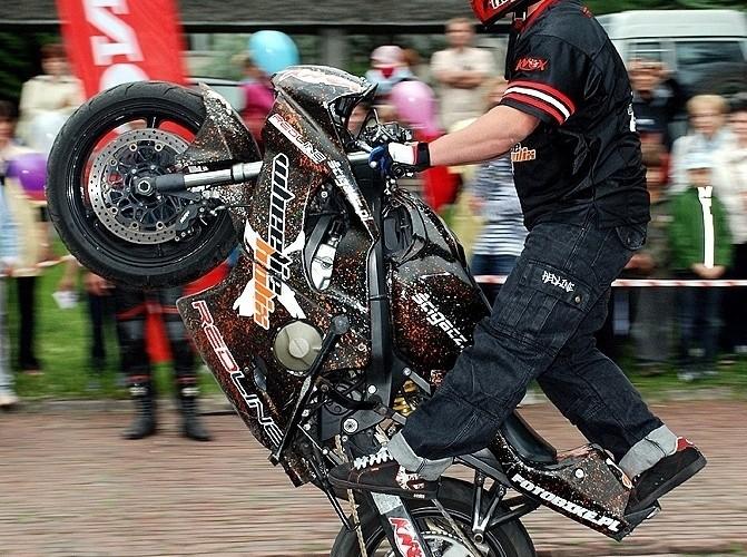 Beku wheelie stunt show