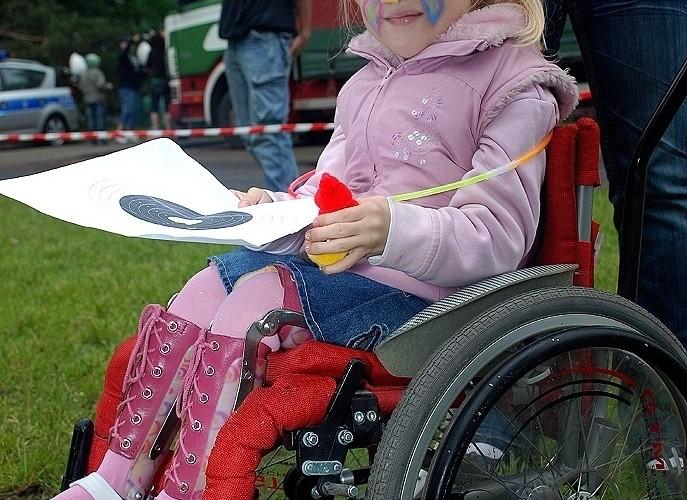 Dziewczynka pomalowana buzka