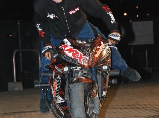 Motorista Mok podczas pokazu