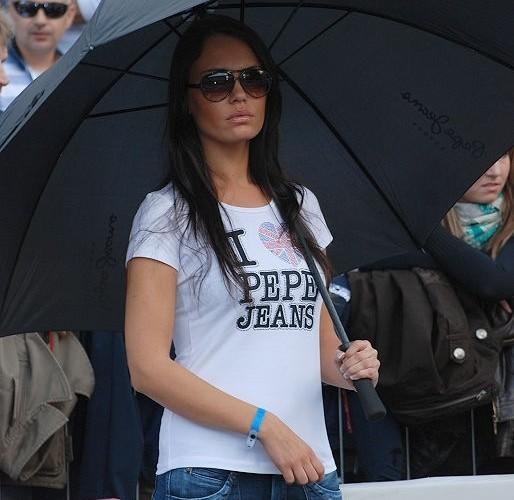 Dziewczyna w koszulce I love Pepe Jeans