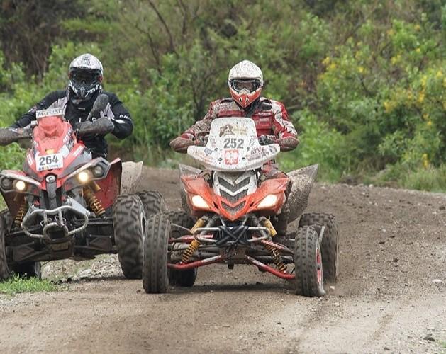 Brice AUERT wyprzedz Rafala Sonika Dakar 2010 II etap