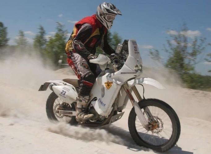 Motocyklista na czolgowce