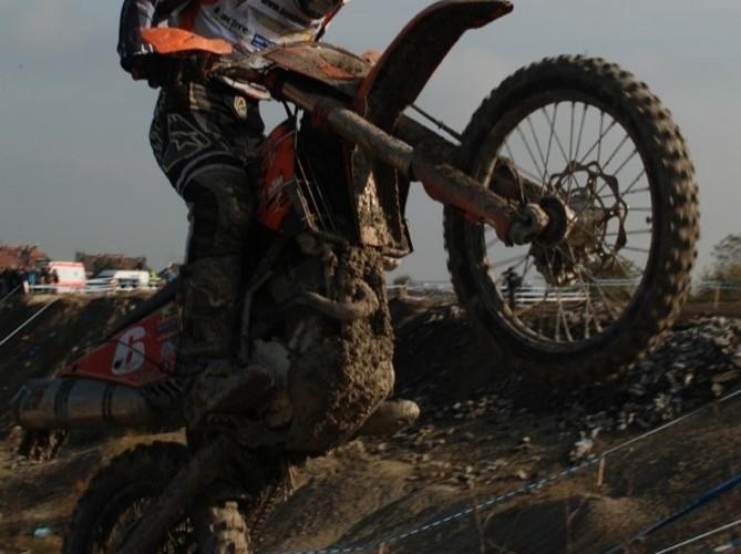 Bembenik Mateusz skok motocyklem enduro