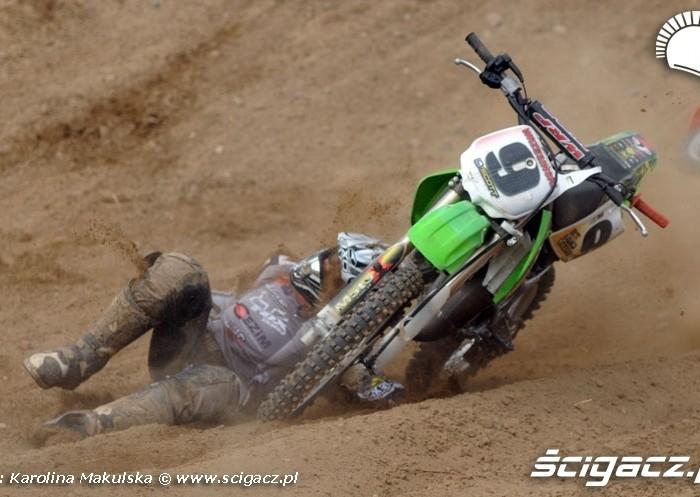 motocykl przejechal zawodnika