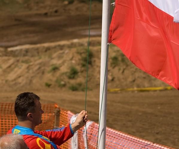 flaga polska w gore