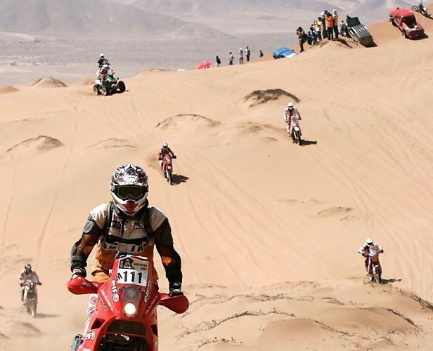Rajd Dakar 2010 opuszcza pustynie Teczowy Smiglowiec
