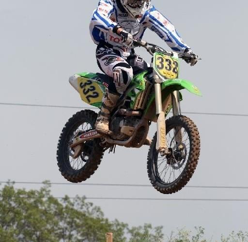 motocykl podczas skoku