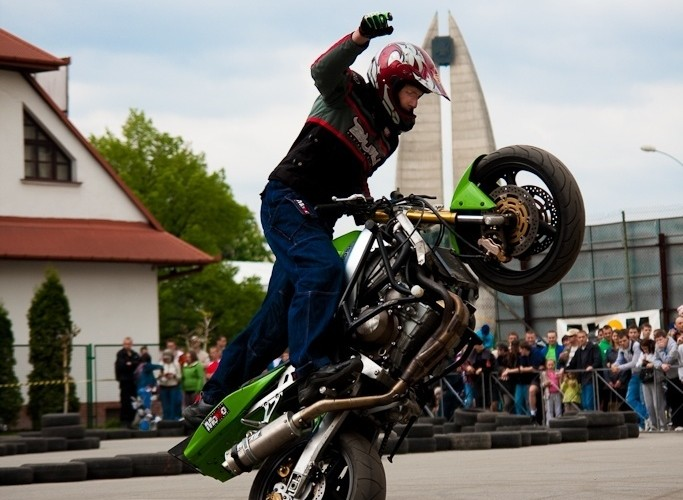 one hander wheelie Extremeday Rzeszow 2009