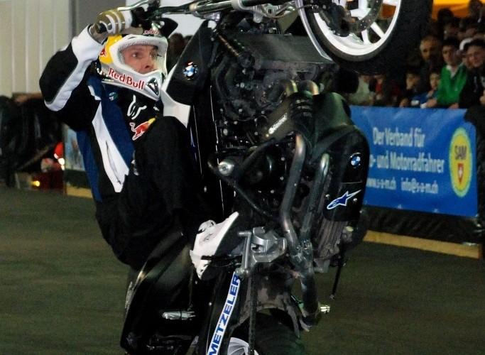 Chris Pfeiffer Zurich sitdown wheelie