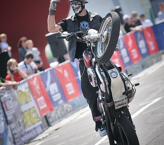 Harley-Davidson Stunt
