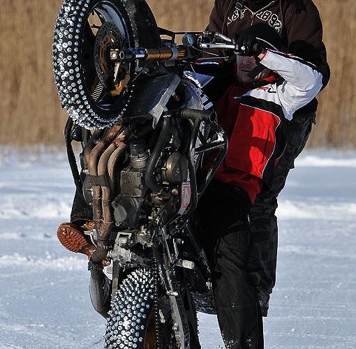 Duet na moto Cygi Mok