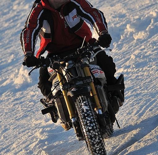 Mok jazda po sniegu