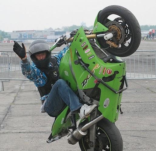 Czesio Freestylowiec stunty na lotnisku