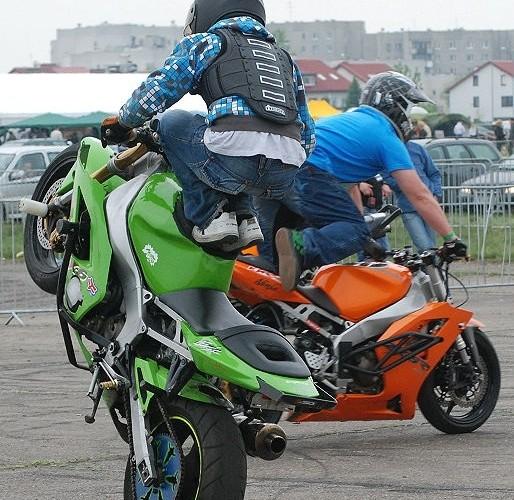 Pokazy streetbike freestyle lotnisko
