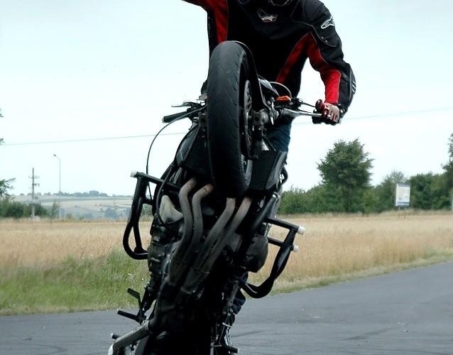 Wheelie one hander