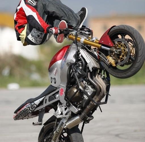 Akrobacje na motocyklu