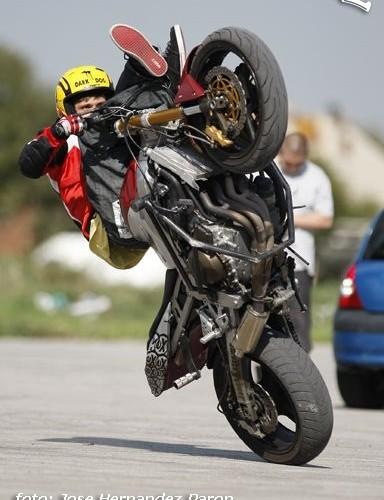 Freestyle stunt na motocyklu